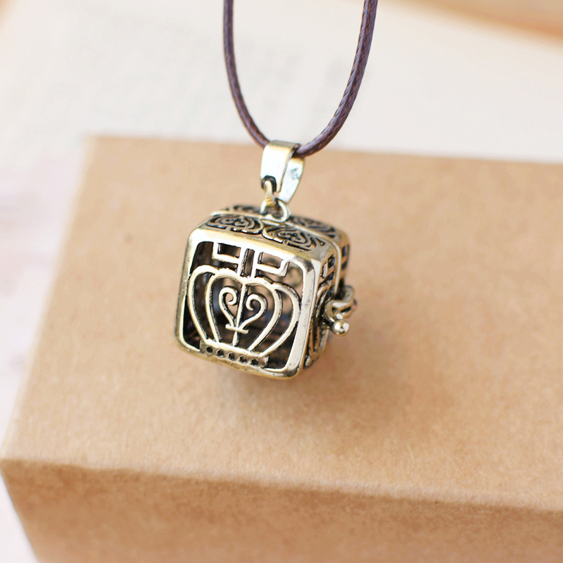 Vintage Crown PERFUME Essential Oil Spread Box Alloy Pendant Sweater Necklace